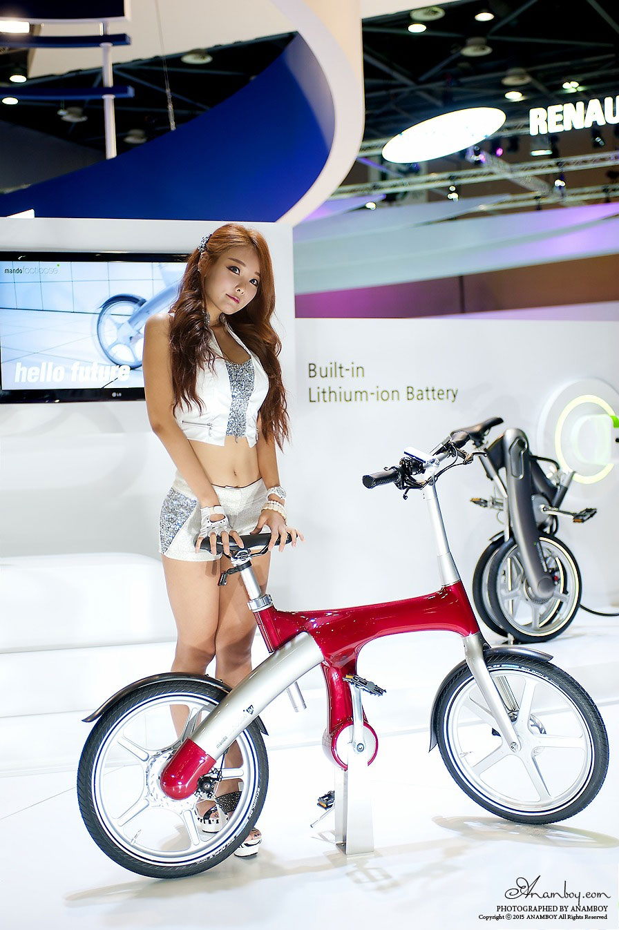 Lee Da Hee Seoul Motor Show 2015 Mando Footloose