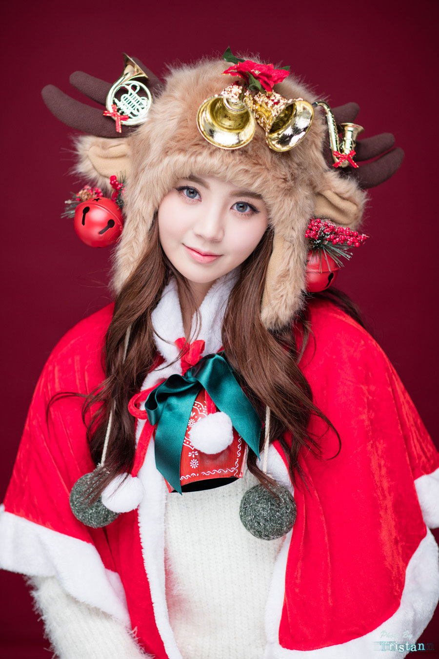 Korean model Chae Eun Christmas style