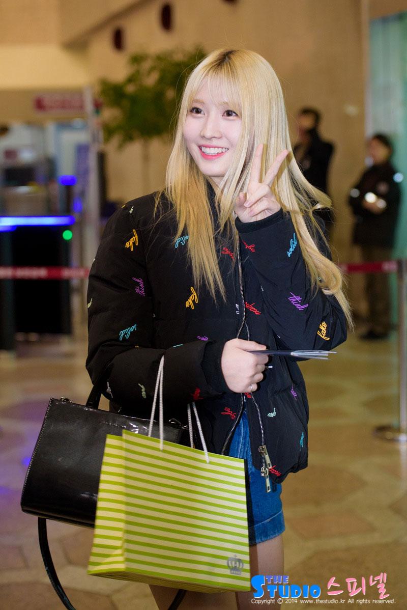 Twice Momo Gimpo airport fashion