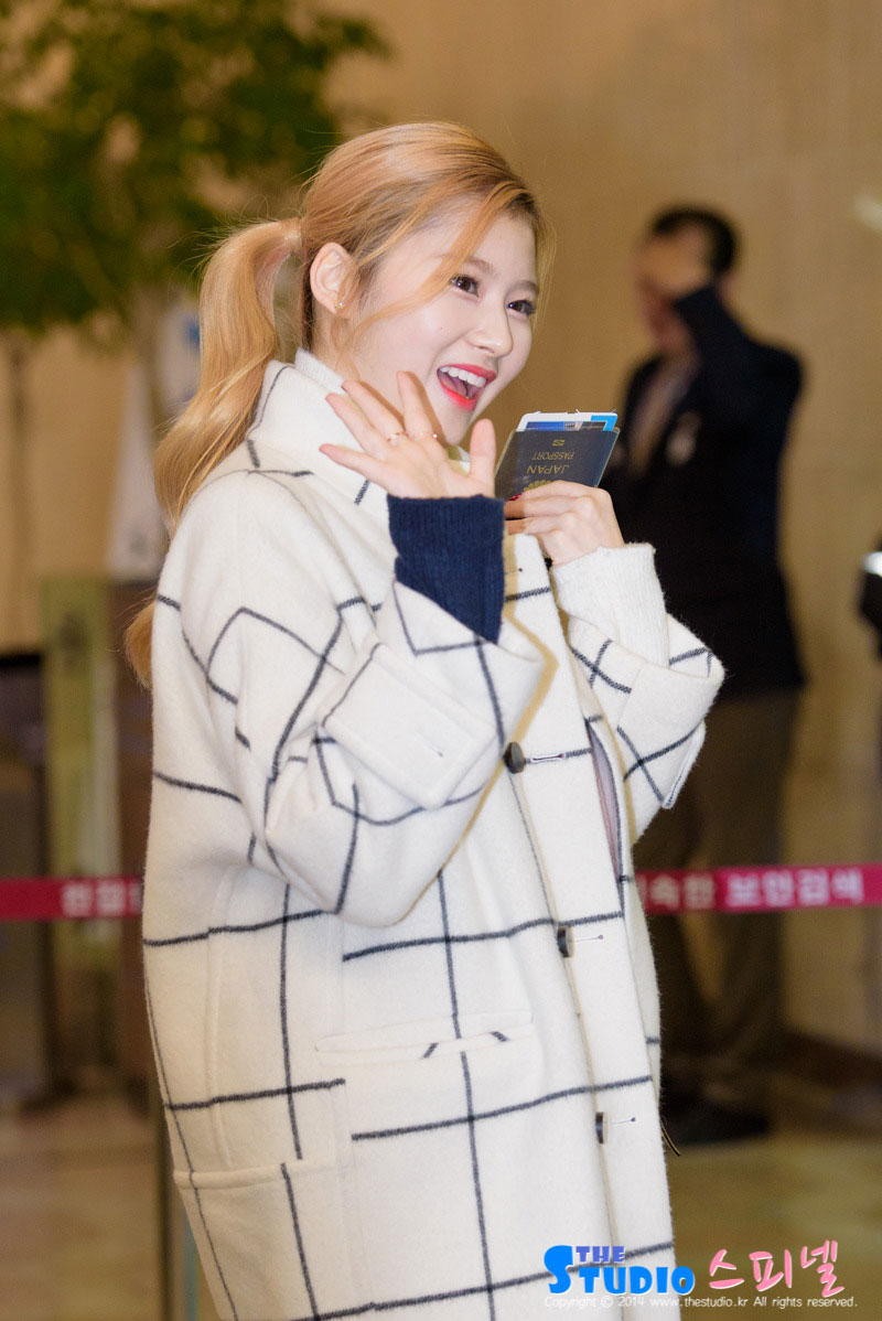 Twice Sana Gimpo airport fashion