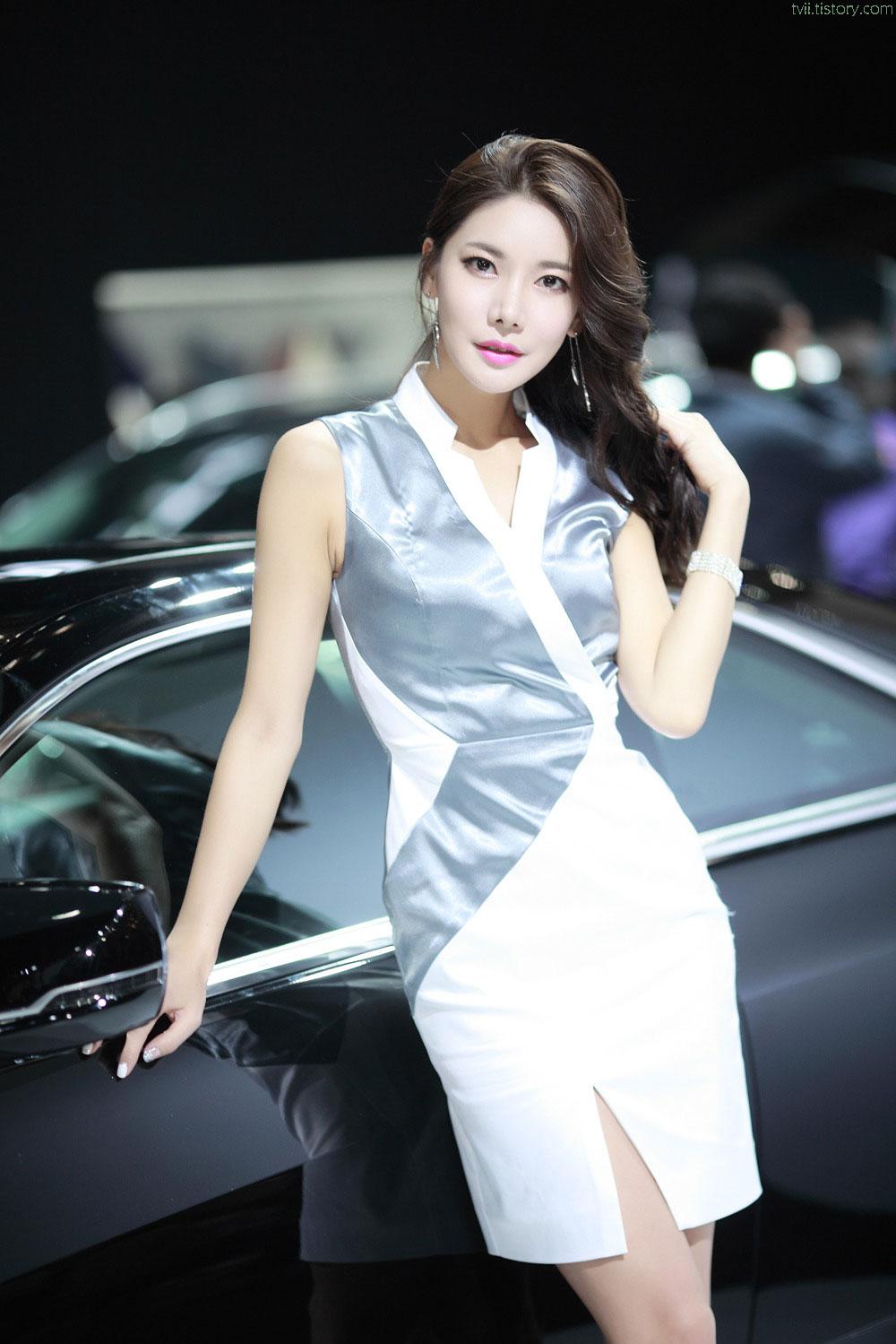 Yoon Mi Jin Seoul Motor Show 2015 Cadillac