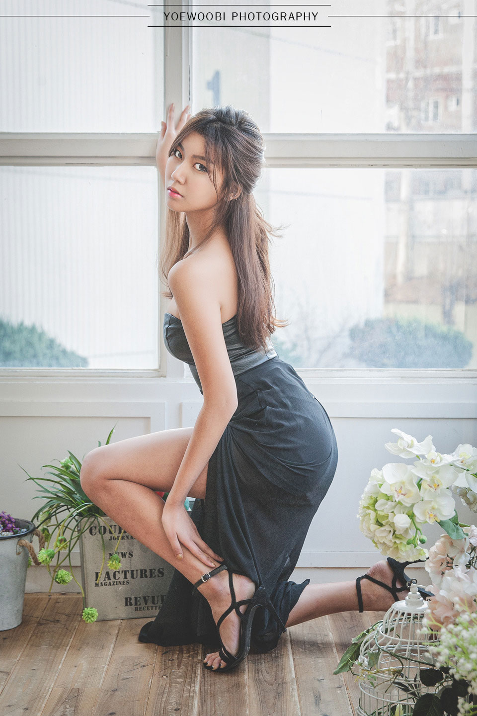Korean model Ban Ji Hee long dress
