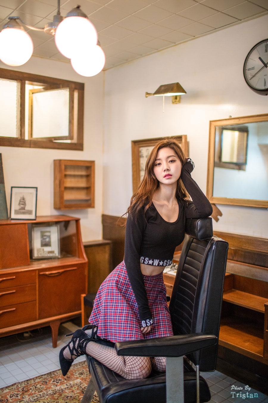 Model Rock Chae Eun retro style
