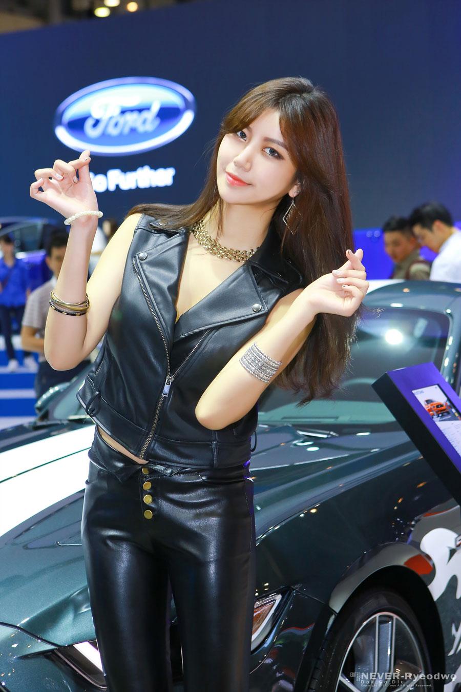 Ban Ji Hee Busan Motor Show 2016 Ford Mustang